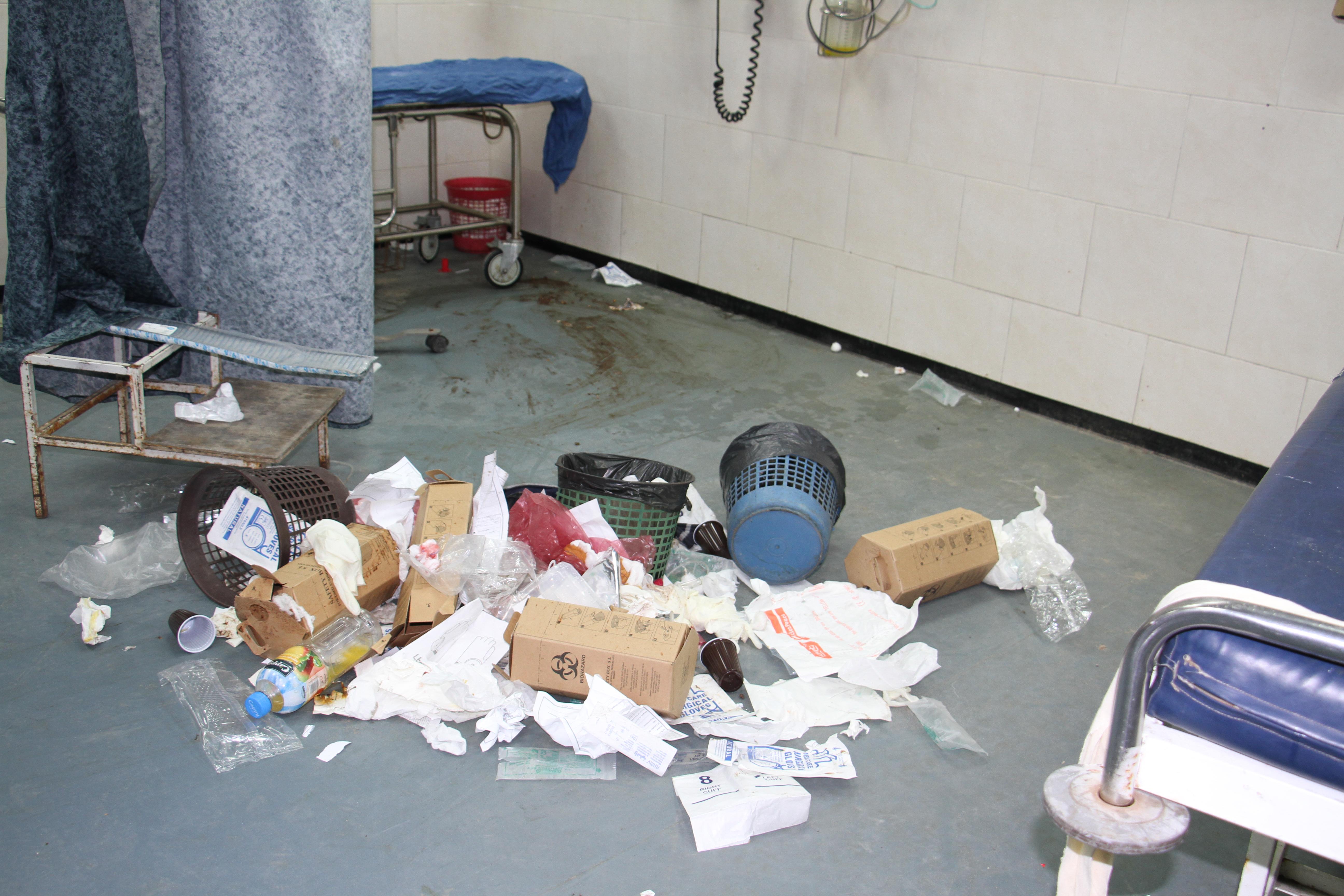 بدء انهيار منظومة العمل الصحي بمجمع الشفاء الطبي