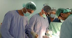 الطواقم الطبية بمستشفى غزة الأوروبي تنقذ حياة طفل من الموت المحقق