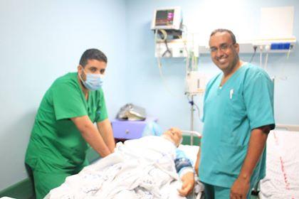 قسم القسطرة القلبية بمجمع الشفاء الطبي ينجح بإجراء قسطرة لعلاج ألام مفصل الركبة