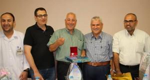 إدارة مجمع الشفاء الطبي تكرم الحكيم المتقاعد محمود غراب