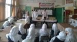 طلبة كلية فلسطين للتمريض ينفذون محاضرات تثقيفية في مدارس قطاع غزة