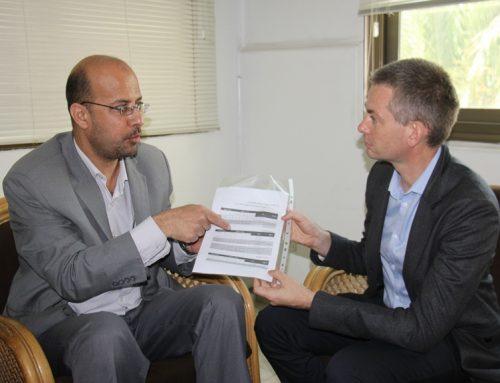 المستشار القانوني لوزارة الصحة يلتقي برئيس البعثة الدولية للصليب الأحمر لبحث الاعتداءات المتكررة على الطواقم الطبية