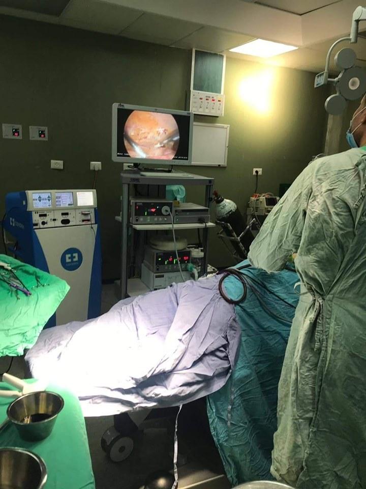لأول مرة فى مستشفى شهداء الأقصى..طاقم طبى يستأصل ورم سرطاني كبير بالكلية اليمنى لستينى بالمنظار