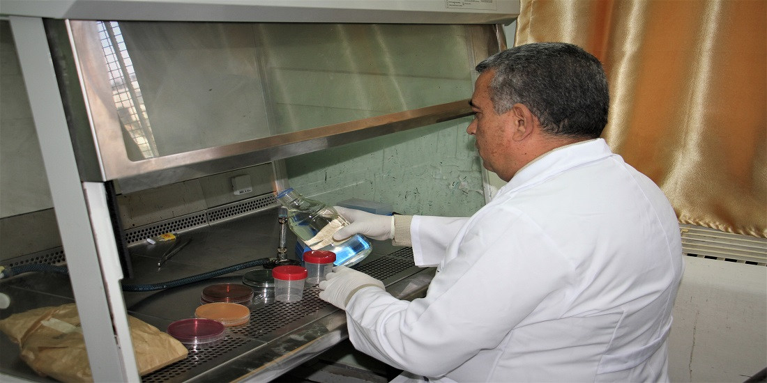 مختبر الصحة العامة يواصل رقابته للأغذية والمياه باجراء أكثر من (33)ألف فحص