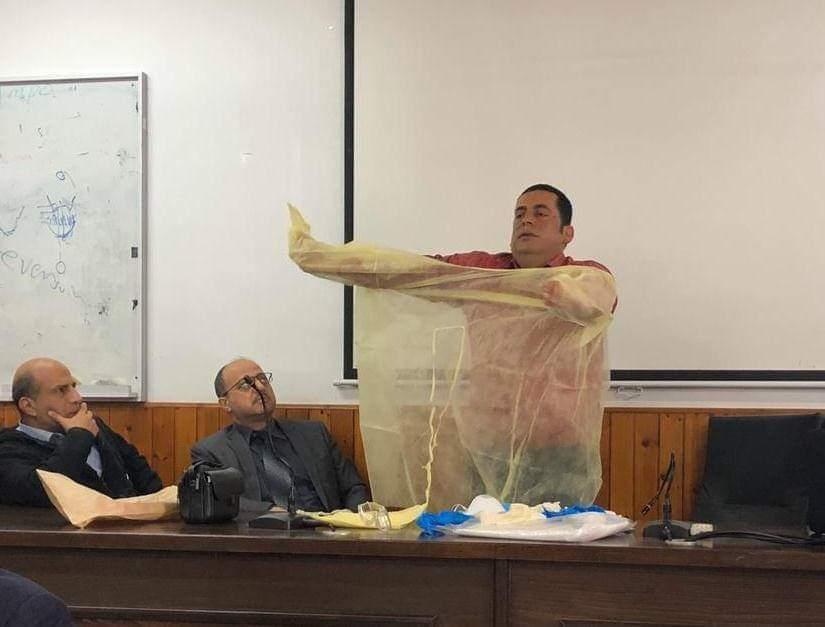 تدريب الكوادر الطبية في مسشتفى الولادة على طرق الحماية وارتداء الملابس الواقية من فيروس كرونا