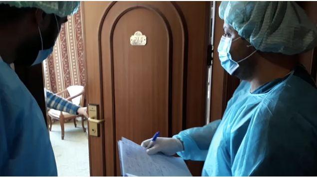 كيف تبدو معنويات الفريق الطبي داخل مراكز الحجر الصحي بغزة؟
