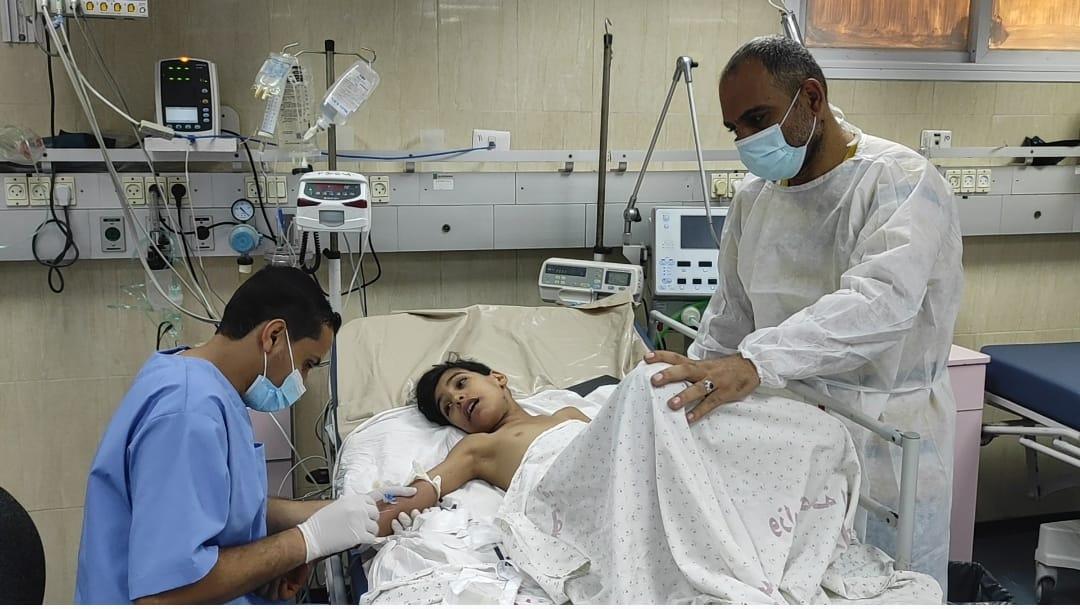 طاقم طبي مستشفى النصر ينقذ طفلاً تعرض للإختناق بحبل أرجوحة