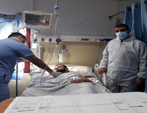 طاقم العناية المركزة بمستشفى الاندونيسي ينقذ حياة شاب من الموت المحقق