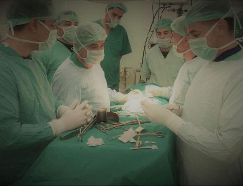 طاقم طبي يجري عملية ناجحة لعشرينية تعانى من انسداد مرارى ناتج عن عيب خلقي في مستشفى بيت حانون