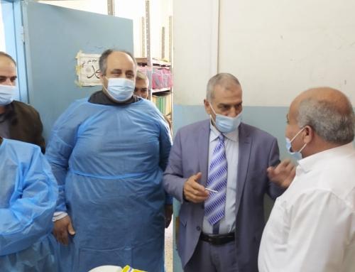 مدير صحة خانيونس يتفقد سير العمل في عيادة القرارة