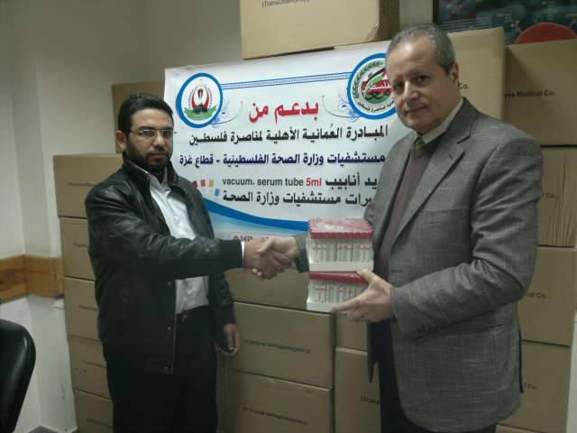وزارة الصحة تتسلم مستهلكات طبية من المبادرة العُمانية