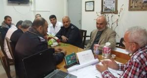 مدير عام مجمع ناصر الطبي يجتمع بقيادة الشرطة في محافظة خانيونس